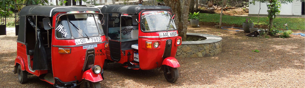 Tuk-Tuks in front of Sakara House